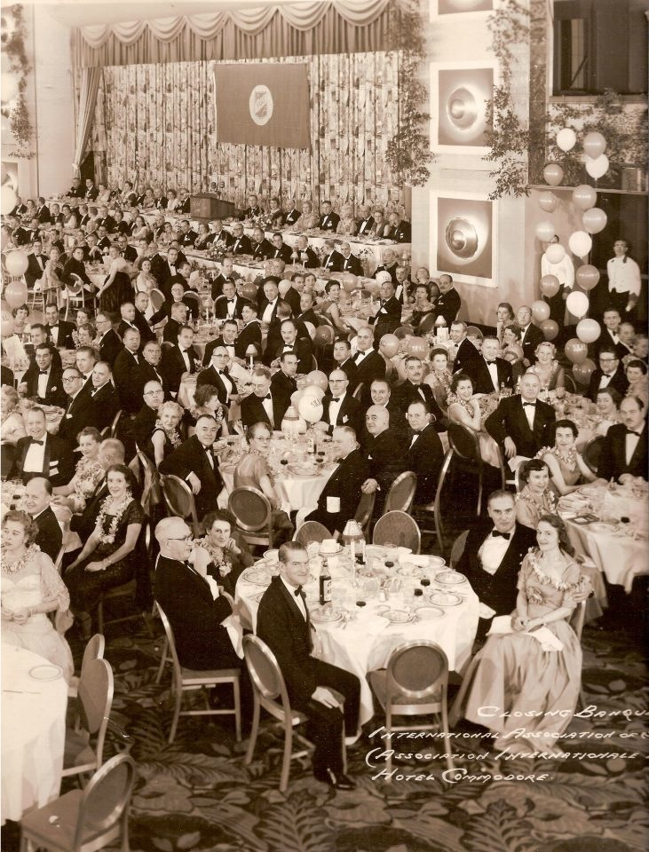 1955-11-17 New York. XVI Cº Internacional, Cena de Clausura